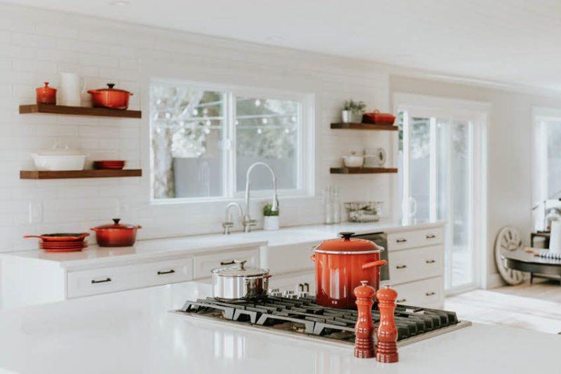 מטבח בלי מכשירי חשמל - אפשרי. צילום: Le Creuset