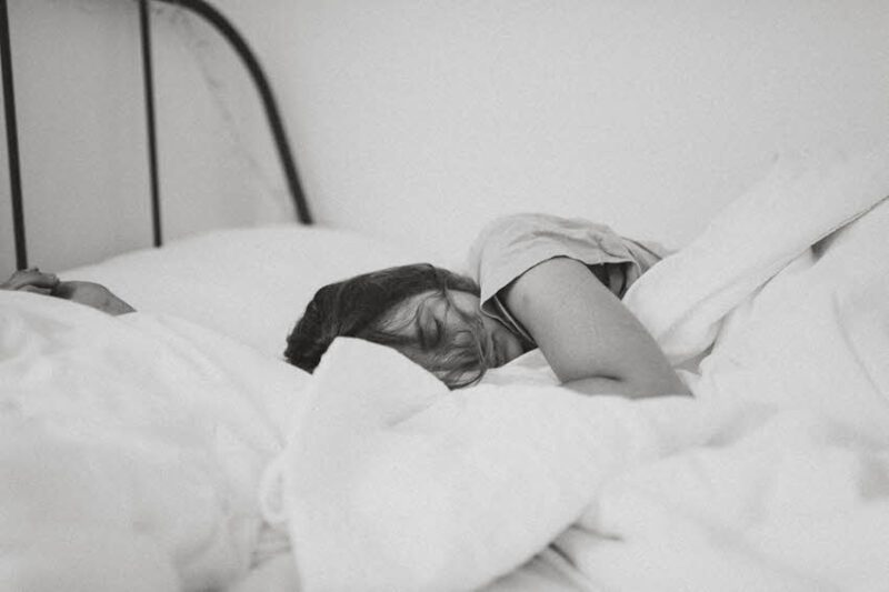 טיפים פשוטים שיעזרו לכם לישון טוב יותר בקיץ הישראלי