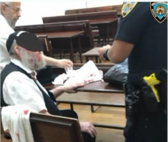 היהודי שהותקף מקבל טיפול רפואי