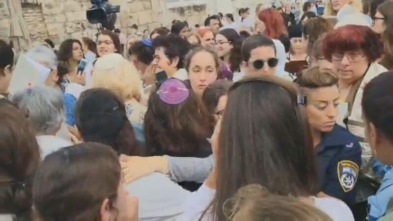 נשות הכותל בתפילת ראש חודש