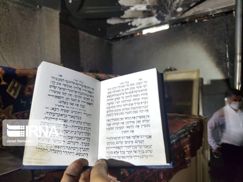 תמונות חדשות: קברי מרדכי ואסתר הוצת באירן