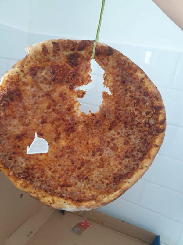 חור ענק בפיצה